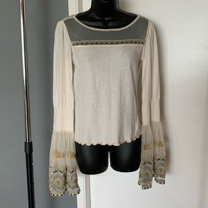 Free Ppl beige big arm flare embroider lace blouse